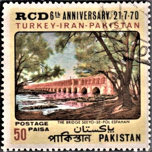 Allahverdi Khan Bridge (bridge of thirty-three) : Zayanderood River