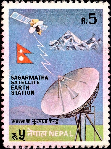 सगरमाथा भुउपग्रह केन्द्र : Dish Antenna and Satellite